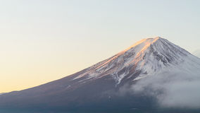 Τοποθετήστε το fuji το πρωί φθινοπώρου στη λίμνη Ιαπωνία kawaguchiko στοκ φωτογραφία με δικαίωμα ελεύθερης χρήσης