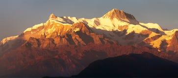 Τοποθετήστε Annapurna, εξισώνοντας την άποψη ηλιοβασιλέματος Στοκ φωτογραφίες με δικαίωμα ελεύθερης χρήσης