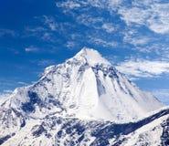 Τοποθετήστε Dhaulagiri, κοντά στο πέρασμα Λα Thorung και τον όμορφο ουρανό Στοκ Φωτογραφία