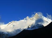 Τοποθετήστε Machhapuchhare, η ουρά ψαριών, στα σύννεφα βραδιού, Pokhara, Νεπάλ Στοκ εικόνες με δικαίωμα ελεύθερης χρήσης