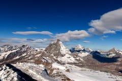 Τοποθετήστε Matterhorn που καλύπτεται με τα σύννεφα μια σαφή ημέρα μετά από την πτώση χιονιού το φθινόπωρο, Valais Στοκ φωτογραφία με δικαίωμα ελεύθερης χρήσης