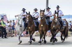 Τοποθετημένη Αστυνομία εντολή πρόνοιας στην παρέλαση στοκ εικόνα