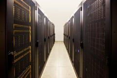τοποθετημένος ράφι υπολογιστής μαγισσών δωματίων κεντρικών υπολογιστών στοκ φωτογραφία
