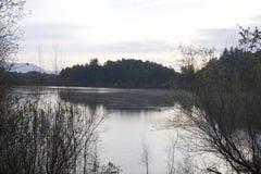 Τοποθετημένο κατά μήκος του ρωσικού ποταμού, το περιφερειακό πάρκο Riverfront είναι ακριβώς πρακτικά από στο κέντρο της πόλης Win Στοκ Εικόνες