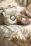 τοποθετώντας στο κρεβάτι linens πολυτέλεια upscale Στοκ φωτογραφία με δικαίωμα ελεύθερης χρήσης