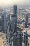 Τοπ άποψη εικόνας της πόλης του Ντουμπάι, επιχείρηση πόλεων UAE& x28 φως του ήλιου fair& x29  Στοκ Εικόνες