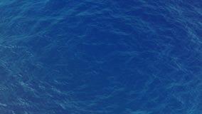 Τοπ άποψη κυμάτων ενός των μπλε νερού απόθεμα βίντεο