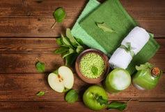 Τοπ άποψη μιας έννοιας SPA με το πράσινο μήλο Στοκ φωτογραφίες με δικαίωμα ελεύθερης χρήσης
