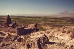 Τοπ άποψη μοναστηριών Virap Khor Βουνό Ararat στο υπόβαθρο Εξερεύνηση της Αρμενίας Αρμενική αρχιτεκτονική Έννοια τουρισμού και τα Στοκ Φωτογραφία