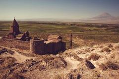 Τοπ άποψη μοναστηριών Virap Khor Βουνό Ararat στο υπόβαθρο Εξερεύνηση της Αρμενίας Αρμενική αρχιτεκτονική Έννοια τουρισμού και τα Στοκ φωτογραφίες με δικαίωμα ελεύθερης χρήσης