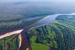 Τοπ άποψη ο δασικός ποταμός Στοκ Εικόνες