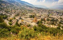 Τοπ άποψη πόλης εικονικής παράστασης πόλης Gjirokastra από το Castle Αλβανία Στοκ εικόνα με δικαίωμα ελεύθερης χρήσης
