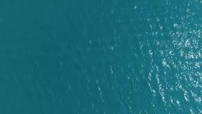 Τοπ άποψη, σε αργή κίνηση Υπόβαθρο της μπλε θάλασσας, μπλε λιμνοθάλασσα με ένα μικρό αεράκι, μικρό κύμα απόθεμα βίντεο