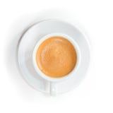 Τοπ άποψη στο φλυτζάνι του φρέσκου παρασκευασμένου espresso Στοκ εικόνα με δικαίωμα ελεύθερης χρήσης