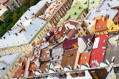 Τοπ άποψη σχετικά με τα ζωηρόχρωμες σπίτια και τις στέγες σε Lvov, Ουκρανία Στοκ φωτογραφίες με δικαίωμα ελεύθερης χρήσης