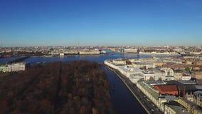 Τοπ άποψη σχετικά με την Αγία Πετρούπολη πόλεων πρωινού απόθεμα βίντεο