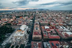 Τοπ άποψη σχετικά με τις οδούς και Palacio de Bellas Artes της Πόλης του Μεξικού Στοκ Εικόνα