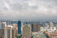 Τοπ άποψη σχετικά με το κεντρικό εμπορικό κέντρο του Ναϊρόμπι από κεντρικό helipad Διεθνών Διασκέψεων Kenyatta Στοκ Φωτογραφία