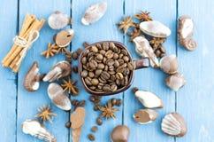Τοπ άποψη σύνθεσης καφέ Καλή διάθεση με τη σοκολάτα Στοκ Φωτογραφία