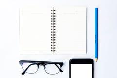Τοπ άποψη της έννοιας εξοπλισμού επιχειρησιακής εργασίας με το σημειωματάριο, τρόπος Στοκ εικόνα με δικαίωμα ελεύθερης χρήσης