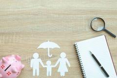 Τοπ άποψη της έρευνας της καλύτερης ασφαλιστικής έννοιας με οικογενειακό pap στοκ εικόνες