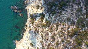 Τοπ άποψη της ακροθαλασσιάς του Κουρίου Περιοχή της Λεμεσού, Κύπρος απόθεμα βίντεο