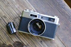 Τοπ άποψη της αναδρομικής κάμερας ταινιών με την ταινία στοκ φωτογραφίες
