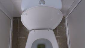 Τοπ άποψη της δημόσιας άσπρης τουαλέτας απόθεμα βίντεο