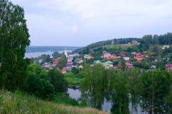 Τοπ άποψη της επαρχιακής πόλης Ples στο θερινό λυκόφως, Ρωσία Στοκ φωτογραφία με δικαίωμα ελεύθερης χρήσης