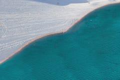 Τοπ άποψη της θάλασσας και της κλίσης σκι στοκ εικόνες με δικαίωμα ελεύθερης χρήσης