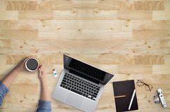 Τοπ άποψη της ουσίας ή hipster του υπολογιστή γραφείου γραφείων Στοκ φωτογραφίες με δικαίωμα ελεύθερης χρήσης