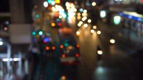 Τοπ άποψη της οδικής κυκλοφορίας το βράδυ, πυροβολισμός Defocused φιλμ μικρού μήκους