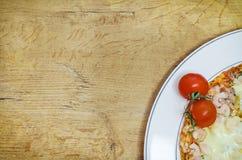 Τοπ άποψη της πίτσας Στοκ εικόνα με δικαίωμα ελεύθερης χρήσης