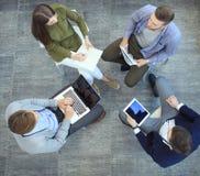 Τοπ άποψη της συνεδρίασης επιχειρηματικών μονάδων εργασίας κατά τη διάρκεια της εταιρικής συνεδρίασης Στοκ φωτογραφίες με δικαίωμα ελεύθερης χρήσης