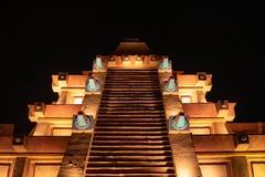 Τοπ άποψη της των Μάγια πυραμίδας στη σκοτεινή νύχτα backbground σε Epcot στοκ εικόνες