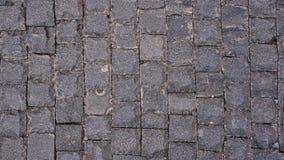 Τοπ άποψη της υγρής διάβασης που στρώνεται με τις πέτρες τούβλου Στοκ Φωτογραφία