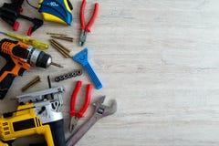 Τοπ άποψη του ανάμεικτου εργαλείου ξυλουργικής και ξυλουργικής ή κατασκευής Στοκ Εικόνες