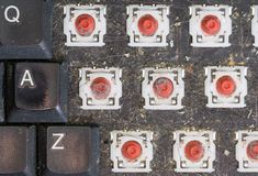 Τοπ άποψη του αποσυναρμολογημένου βρώμικου πληκτρολογίου, μακροεντολή Στοκ Φωτογραφία