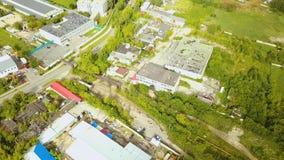 Τοπ άποψη του βιομηχανικού σωλήνα με τα παλαιά κτήρια παραγωγής r Παλαιά προαστιακή βιομηχανική περιοχή με τα εργοστάσια και τις  στοκ φωτογραφίες με δικαίωμα ελεύθερης χρήσης