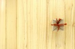 τοπ άποψη του κιβωτίου δώρων τεχνών στο ξύλο Στοκ Εικόνες