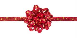 Τοπ άποψη του κόκκινου τόξου με το σχέδιο αστεριών που απομονώνεται στο άσπρο υπόβαθρο Όμορφη κορδέλλα για το κιβώτιο δώρων Ψαλιδ στοκ εικόνες