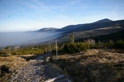 Τοπ άποψη του μέγιστου Sniezka στα γιγαντιαία βουνά Στοκ φωτογραφία με δικαίωμα ελεύθερης χρήσης