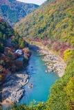 Τοπ άποψη του ποταμού και του δάσους στην εποχή φθινοπώρου σε Arashiyama Στοκ Εικόνα