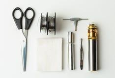 Τοπ άποψη του συνόλου vape για τους rebuildable ψεκαστήρες, mech νεαρός δικυκλιστής, βαμβάκι, σπείρα Canthal Στοκ φωτογραφία με δικαίωμα ελεύθερης χρήσης