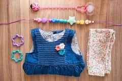Τοπ άποψη του φορέματος του κοριτσιού τζιν Στοκ εικόνα με δικαίωμα ελεύθερης χρήσης