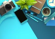 Τοπ άποψη του χώρου εργασίας γραφείων στο μπλε Στοκ φωτογραφίες με δικαίωμα ελεύθερης χρήσης