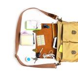 Τοπ άποψη, τσάντα ατόμων με τα προϊόντα πρώτης ανάγκης για το σύγχρονο πρόσωπο ατόμων στον άσπρο πίνακα τσάντα δέρματος, smartpho στοκ φωτογραφία με δικαίωμα ελεύθερης χρήσης