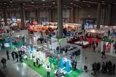 Τοπ άποψη των ανθρώπων και των θαλάμων στο Γ! ελάτε giocare στο Μιλάνο, Ιταλία στοκ φωτογραφίες