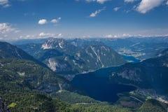 Τοπ άποψη των βουνών και της λίμνης στην Αυστρία Στοκ Φωτογραφία