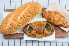 Τοπ άποψη των διάφορων τύπων ψωμιών Στοκ φωτογραφία με δικαίωμα ελεύθερης χρήσης